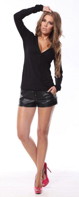 Czarna bluzeczka z kopertowym dekoltem