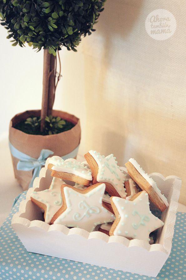 Galletas decoradas con forma de estrella e inicial