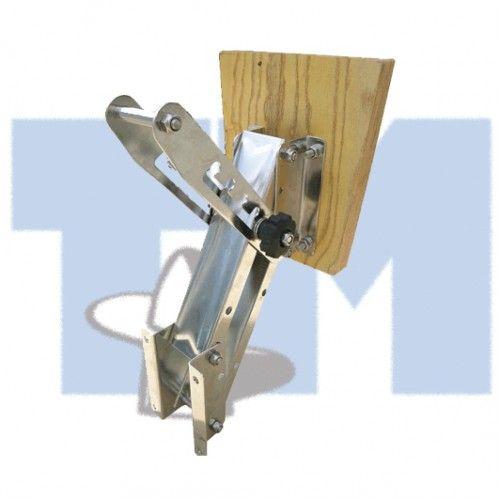 Транец выносной для ПЛМ до 20 л.с. дерев  Транец выносной подъёмный. Предназначен для крепления вспомогательного подвесного лодочного мотора. Имеет возвратную пружину, компенсирующую вес установленного двигателя и четыре фиксированных рабочих положения. Транцевая доска лакированная фанера толщиной 35 мм, остальные детали конструкции - из нержавеющей стали. Выбор выносного транца осуществляется в зависимости от мощности подвесного мотора                  Свойства                      Вес ПЛМ…