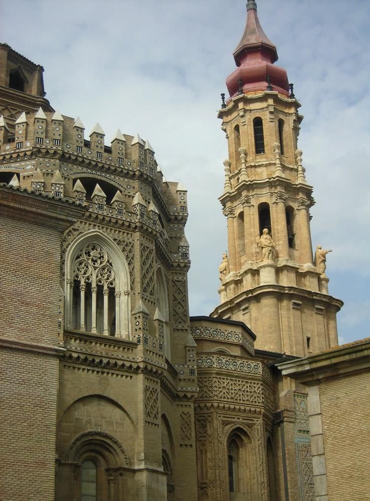 Parte trasera de la Catedral de La Seo de Zaragoza (Aragón)   Arte Mudejar