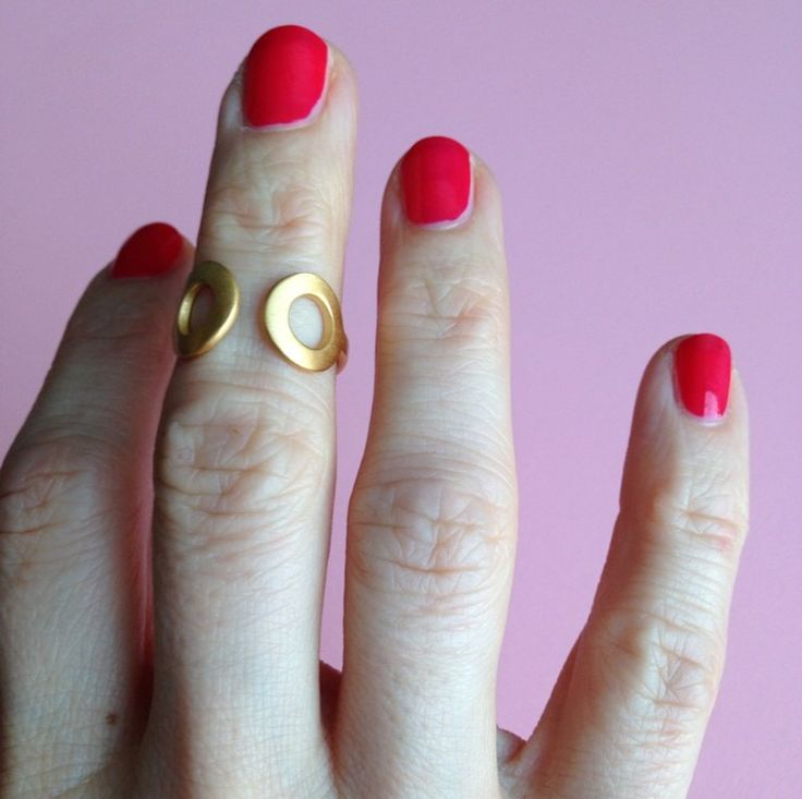 "The two wide open eyes of the big, strong and symmetrical PopEye ring says ""Hey, look at me!"". At the same time it invites you inside to get a sneak peak of the bare skin underneath. http://lulubadulla.tictail.com/product/popeye-gold-plated"