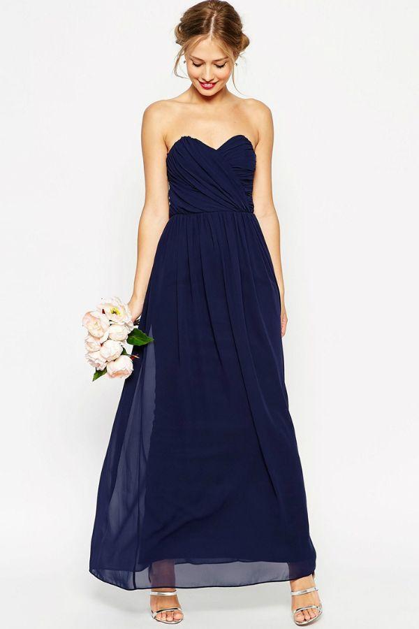 Maxi robe bleu nuit de Asos Wedding : Tenues distinguées pour cérémonies d'été - Journal des Femmes