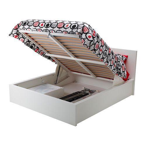 MALM Cadre lit+rangement IKEA Sommier à lattes pouvant être soulevé pour accéder à un espace de rangement.