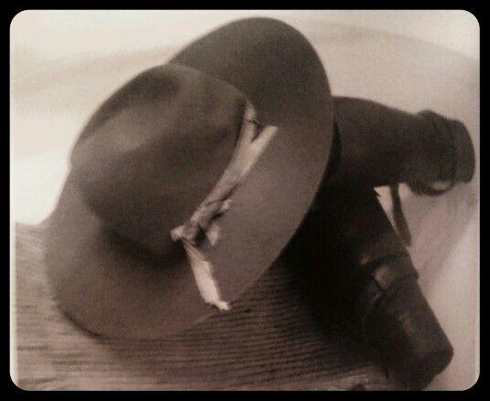 Kamaste,  vilthoed en fluweelbroek wat genl.C.F.Beyers met sy dood, 8 Desember 1914,  aangehad het.Krediet aan G D Scholtz Die Rebellie 1914-1915