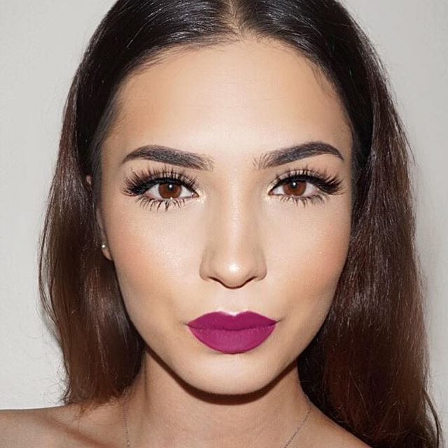 @kokoandchanel is usually all about neutrals, but she thinks she might have found the perfect bright lip... #DoseofColors matte liquid lipstick in •Berry Me 2•  Lashes @flutterlashesinc in 'SlayLa' ✔️ #LiveinColor #DreaminColor