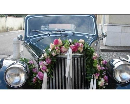 ADDOBBO DI ROSE PER AUTOMOBILE D`EPOCA a Zuppardo Piante e Fiori Dal 1950 #fiori #nozze