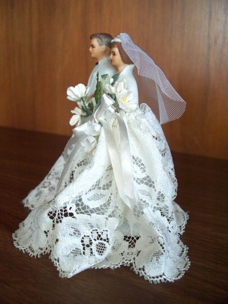275 best Vintage wedding cake toppers  images on Pinterest   Retro     Porcelain Bride and Groom Wedding Cake Topper