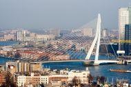 Ce-ai zice de o plimbare cu Zeppelinul deasupra orasului Rotterdam?  http://www.gotravel.ro/recomandari-turistice/article/ce-e-de-facut-in-rotterdam