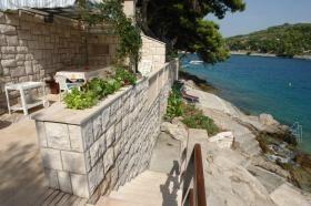 Schody z terasy k moři