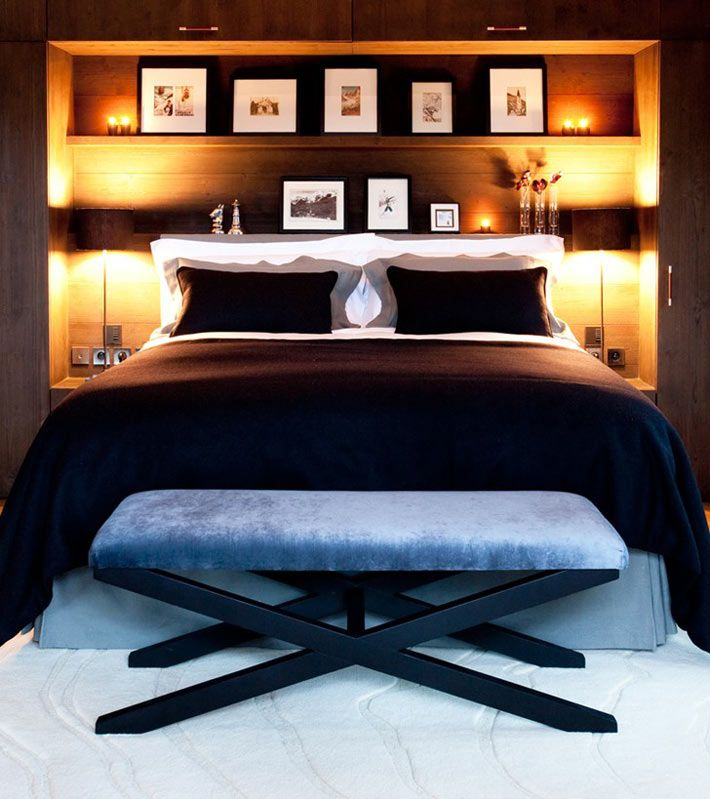 Идея для спальни — встроенные полки в изголовье кровати