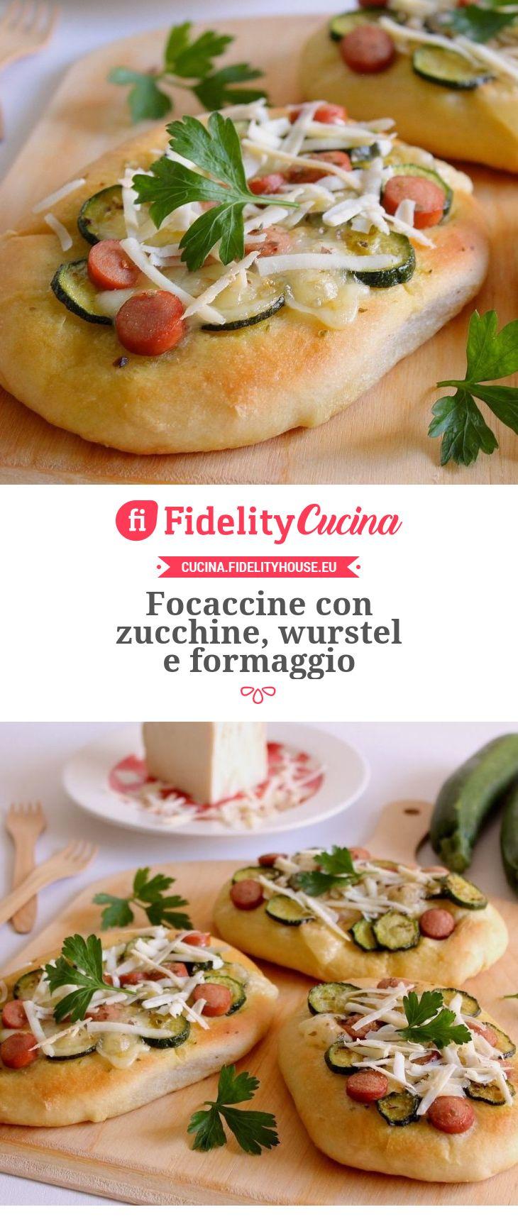 Focaccine con zucchine, wurstel e formaggio