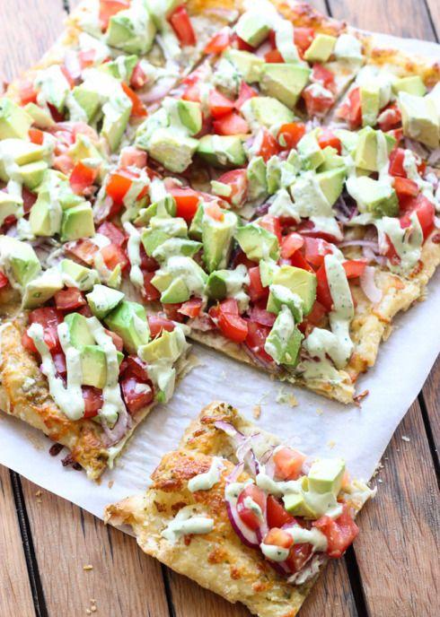 Receta pizza de aguacate. Pizza vegetal.
