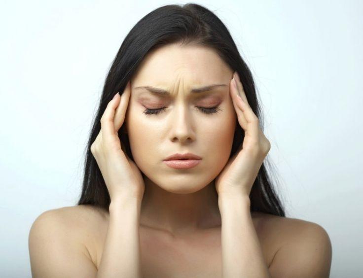 Удары молний могут вызвать мигрень, согласно новому исследованию. Результаты исследования, опубликованные в журнале Cephalalgia, открыли еще одну причину головных болей. Оказывается, в дни, когда бывает гроза, может обостряться мигрень. Специалисты по головной боли в университете Цинциннати просмо