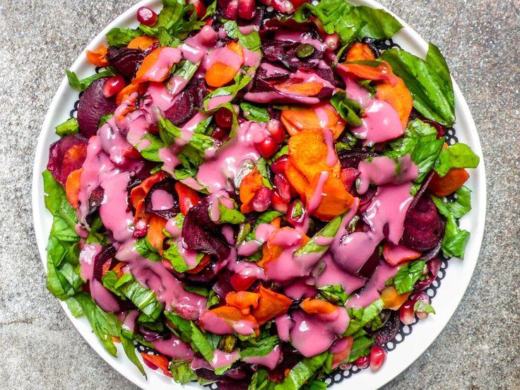 Fargerik vintersalat med gulrot, rødbeter og tahinidressing
