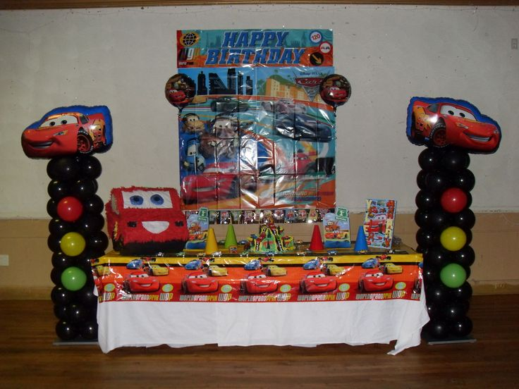 Table centerpieces for parties cars party party for Balloon decoration cars theme