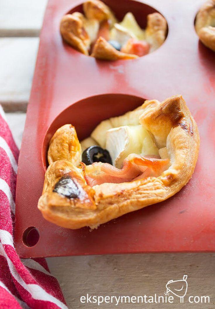 Przekąski sylwestrowe – ciasto francuskie z serem i szynką