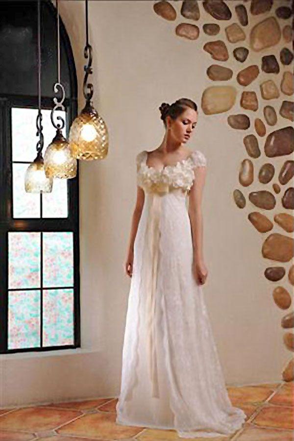ウェディングドレス Aライン ホルタネック フロア- 胸下で切り替える人気のシルエットは、花嫁をスタイルよる見せてくれる優れ物。胸元のコサージュが花嫁を愛らしく華やかに彩ります。マタニティーウェディングドレスとしも着用できます。