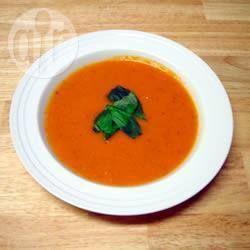 Foto da receita: Creme de tomate com manjericão