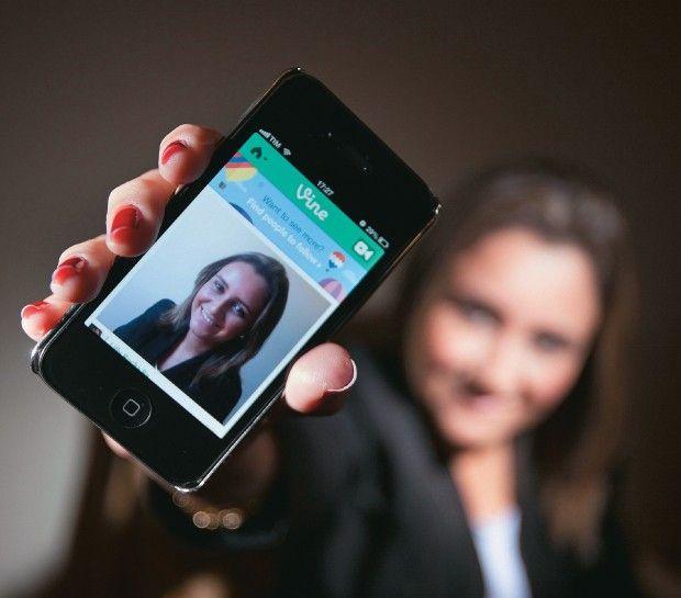 A vida, de seis em seis segundos - O Vine, um novo aplicativo para celulares, permite fazer e compartilhar vídeos-relâmpago. Será o futuro da internet?    StopMotion - Faz Caber       (arte/animação:Daniel Graf, Gustavo Campoy e Caio César)