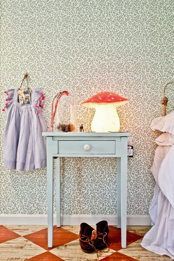 Decorating with Pops of Red http://petitandsmall.com/red-kids-room-decorating-ideas/