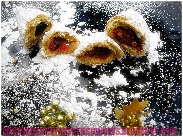 Υπεροχο νηστισιμο γλυκισμα τα σκαλτσουνια γεμιστα με μαρμελαδα, καρυδι, σταφιδες, κανελα και γαρυφαλο ιδανικα για την περιοδο νηστειας και οχι μονο. <strong>Δοκιμαστε τα!!!</strong>