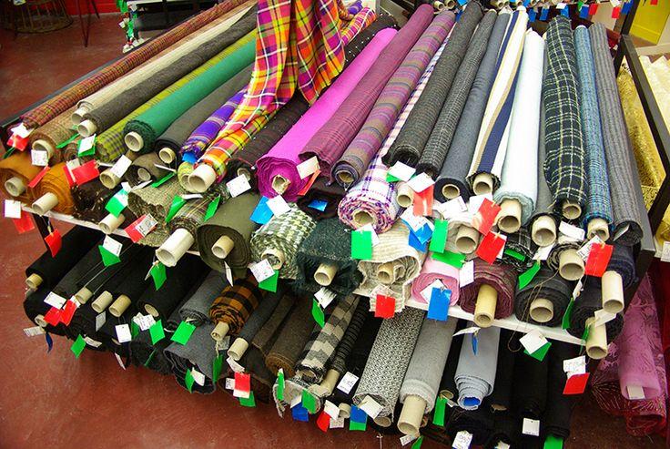 Lainages pour manteaux et tailleurs, disponibles au rayon Couture et Haute Couture de votre magasin Ellen Décoration.