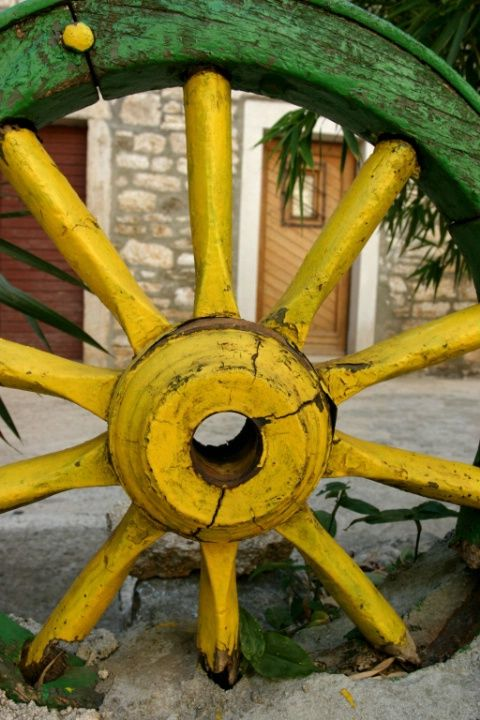 Old wheel that has been painted....to look like John Deer colors, I guess!!