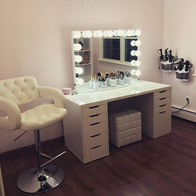 Vanity With Mirror Lights And Drawers : Holy glam room! Who else would not mind having a glam sesh with MakeupByMarieKatz using this ...