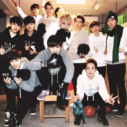 OMG LAY HE'S IN THE BACK MIDDLE ABSORBING SUNSHINE!