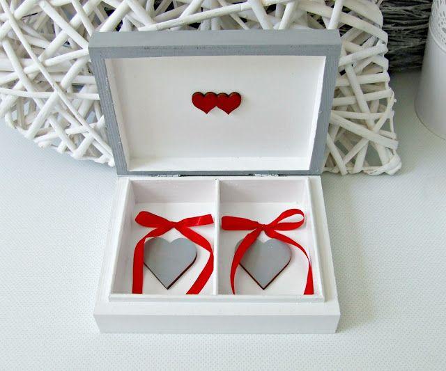 wedding box   pudełko skrzyneczka na obrączki w szarym i białym kolorze z motywem wieszaczków. Ślubne pudełeczko wedding box by Eco Manufaktura.