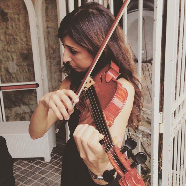 Beauty and talent, 100% Italian pride!  #weddingmusic #musicamatrimonio #italianwedding #destinationweddinginitaly #destinationwedding #violin #violinist #strings #italianmusicians #musicaevento #umbria #perugia #music #