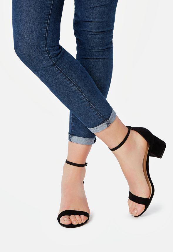Estas sandalias combinan el estilo sexy con la comodidad necesaria para el día a día. De tacón ancho y bajo, podrás llevarlas de día o de noche....