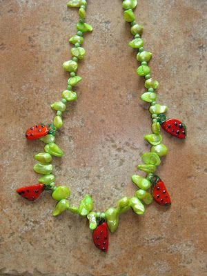 foto hand made jewels  Φωτεινή Μάμαλη: Κολιέ με πράσινα μαργαριτάρια και καρπουζάκια μουρ...