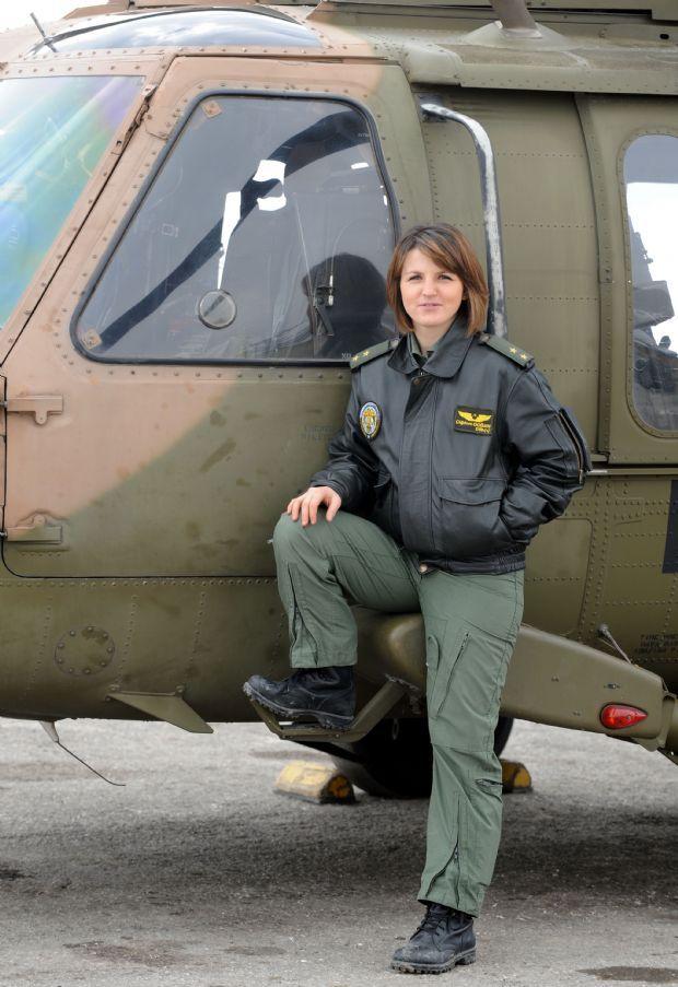 Hem okuldan arkadaşlarım hem de çevreden bir çok kişi 'Kadın pilot olunur mu? İleride anne olacaksın. Nasıl yürüteceksin?' dedi ama…