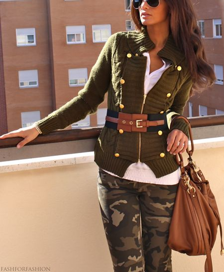 I love camo. I thought this was a great look to wear camo pants. Love this look!