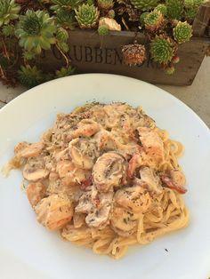 Spaghetti Carbonara met Champignons&Kip Deze heerlijke spaghetti is een variant op de pasta carbonara. De pasta is zeker romig en bevat naast bacon ook kip en champignons. Het gerecht is in 20 minuten klaar en daarom uitermate geschikt als snelle maaltijd