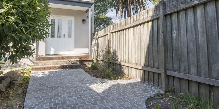 Being a brick pattern and flamed surface with split edges creates a beautiful timeless look. #drivwaystones #cobblestones #cobble #cobbletiles #drivewaypavers #moderndriveway #exteriorpaving #landscapearchitecture
