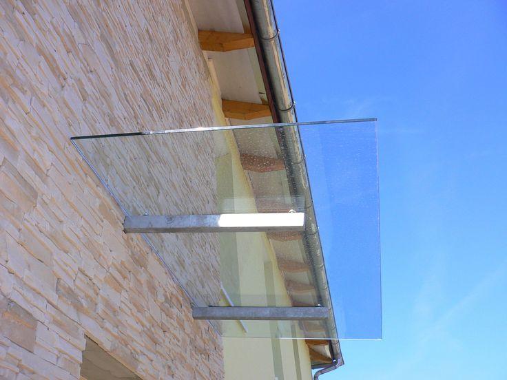 Vchodová stříška skleněná, kalené sklo tl. 8-12 mm dle potřeby, nerezové nebo zinkované ko