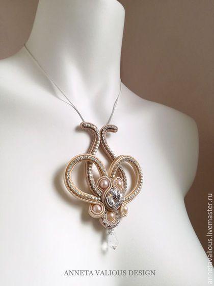 Soutache necklace | Купить или заказать Ажурная подвеска в интернет-магазине на Ярмарке Мастеров. Кто-то видит в этой подвеске корону, кто сердце, кто цветок, или даже подкову! в любом случае, это нежное ажурное украшение станет для вас чудесным талисманом. Украшение полностью сшито вручную, без использования какого-либо каркаса или проволоки. Вы можете научиться сделать такое же на моем мастер-классе в Москве…