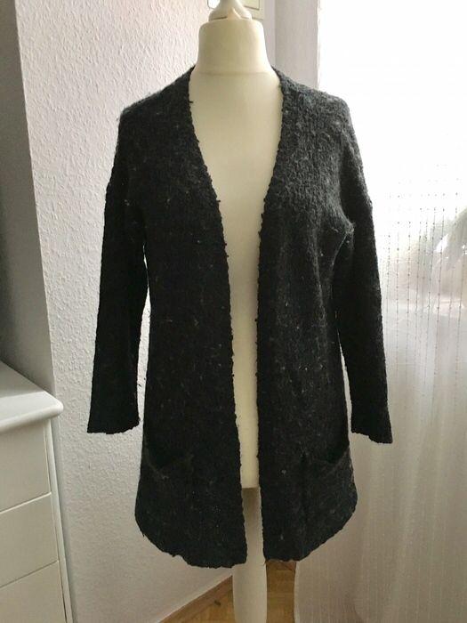Mein Cardigan Strickjacke grau Größe M von Jacqueline de Yong! Größe 40 / M / 12 für 6,00 €. Sieh´s dir an: http://www.kleiderkreisel.de/damenmode/cardigans/141930740-cardigan-strickjacke-grau-grosse-m.