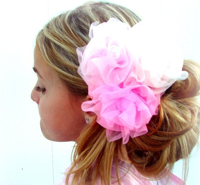 Украшение для волос из органзы / Цветок из органзы выгодно подчеркнет красоту ваших роскошных длинных волос. Уделите на его создание всего полчаса и украшение для волос будет готово к использованию!