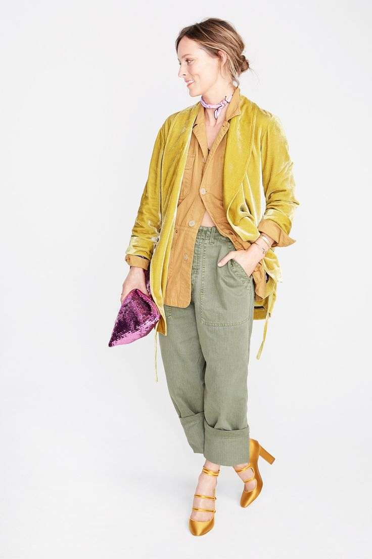 """Yesterday, J.Crew unveiled their fall 2017 ready-to-wear collection in New York. In a refreshing twist, the usual models were replaced with """"real"""" people J.Crew admires, from instagram stars to Savannah-based decorator Sara Ruffin Costello. Below, find some of my favorite looks from the presentation. If you're looking to stock up for spring,J.Crew is currently offering …"""