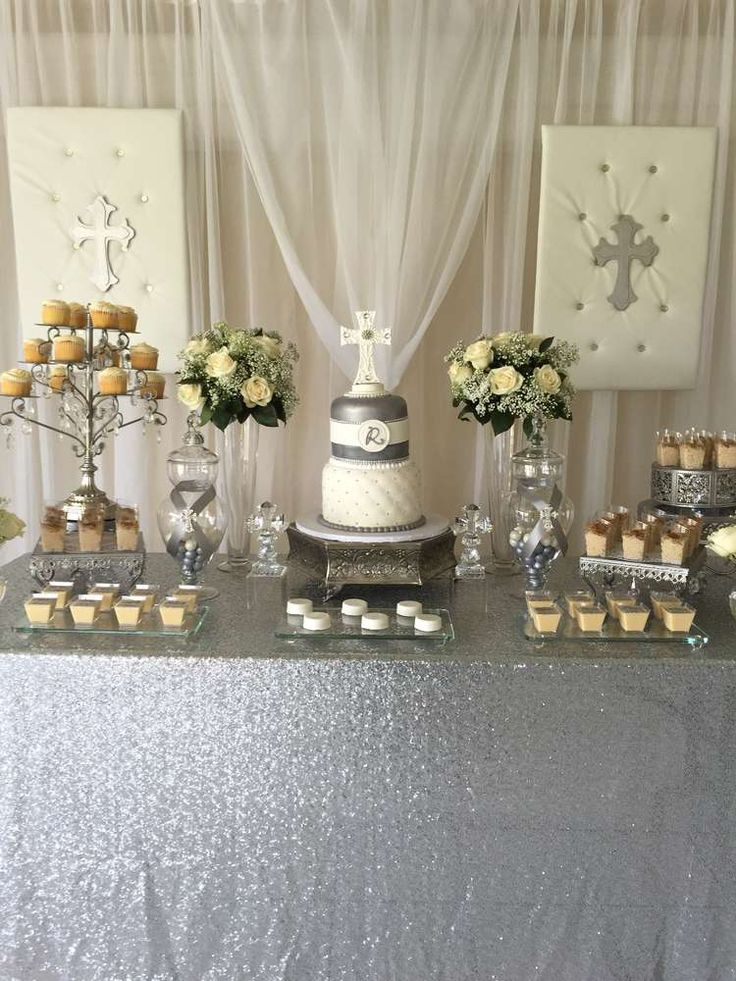 Beautiful white and silver baptism | CatchMyParty.com