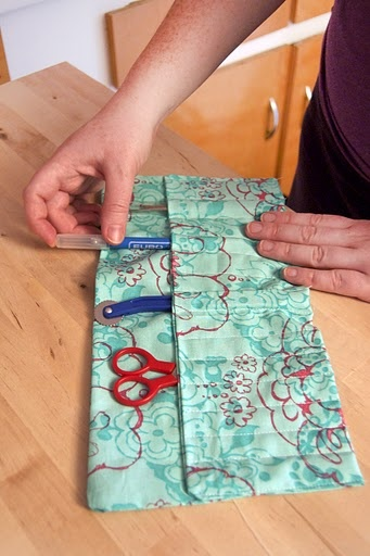 Roll-Up Accessory Case How-To. Great for organizing craft supplies!