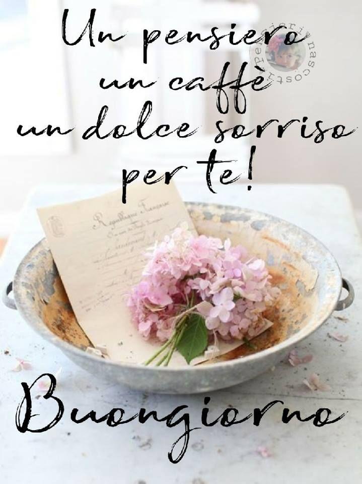 Un pensiero, un caffè, un dolce sorriso per te! Buongiorno #buongiorno