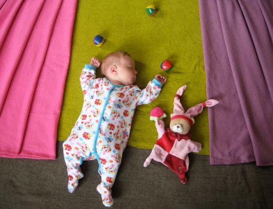 Une excellente initiative de Adele Enersen, en provenance d'Helsinki avec ce projet intitulé « Mila's Daydreams ». Pendant la durée de son congé maternité, elle met en scène et imagine quotidiennement les rêves de son bébé.