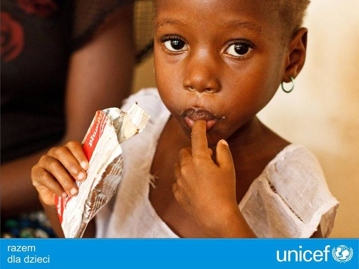 UNICEF zapewnia specjalistyczne jedzenie dla niedożywionych dzieci.