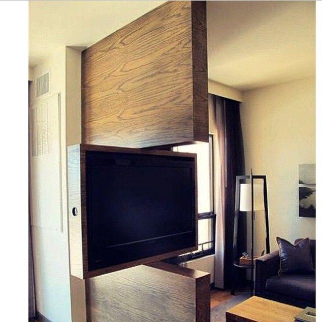 Smart  tenk om denne også kunne skyves inn i veggen som ei skyvedør kanskje den gjør det ???