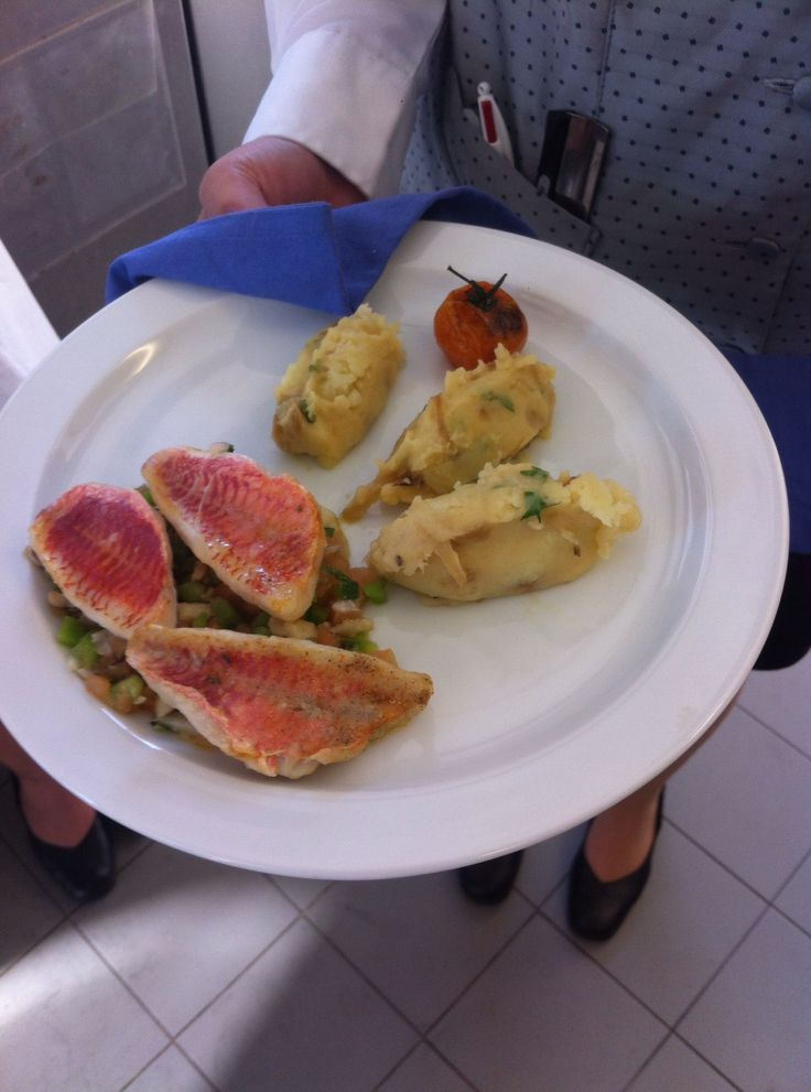 Rouget posés sur un lit de légumes et sa purée de pommes de terre - Lycée Paul Augier, Nice