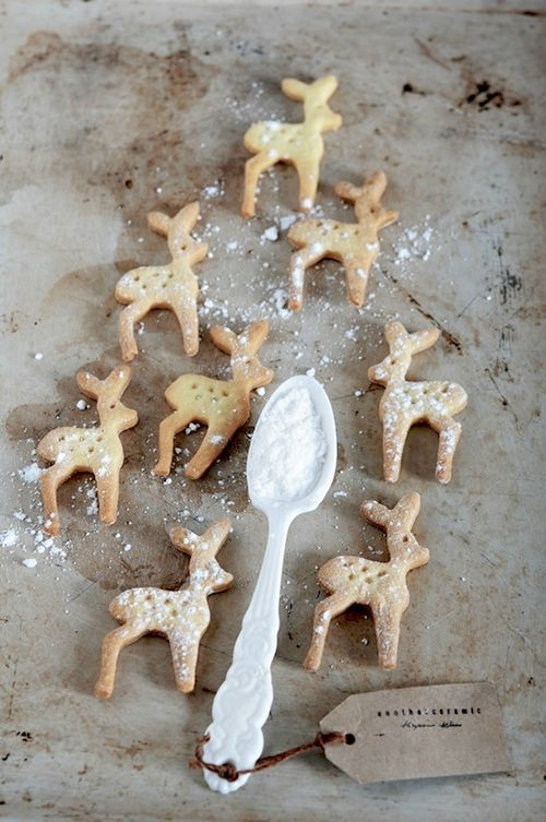 I soooo want a deer cookie cutter! And a dachshund. I think they make the cutest gingerbread cookies!